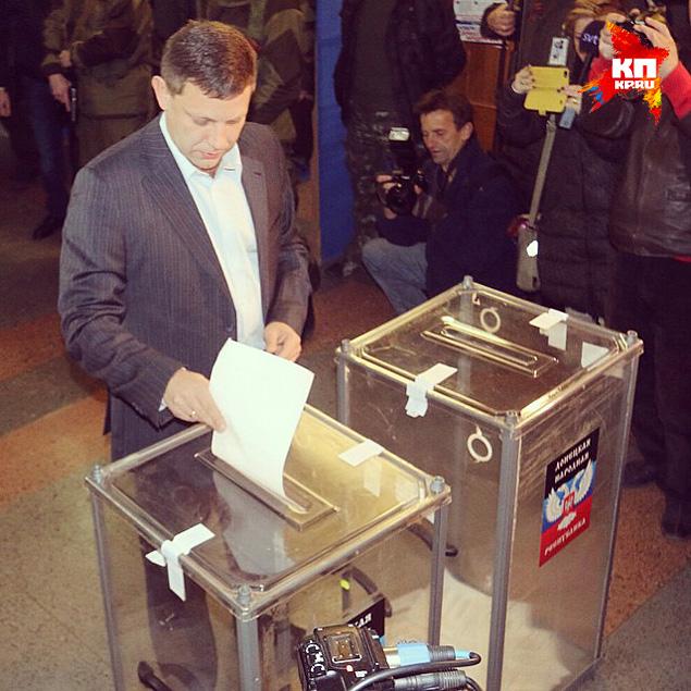 Экзит-полл: За Захарченко проголосовали 81,37% опрошенных респондентов. Смотрите также фоторепортаж наших спецкоров. Фото: Александр КОЦ, Дмитрий СТЕШИН