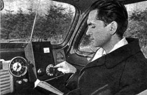 """Куприянович с ЛК-1 в автомобиле. Справа от аппарата - динамик громкой связи. """"За рулем"""", 12, 1957 г."""