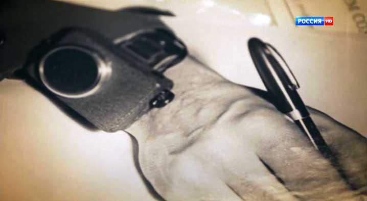 """Еще фотографии из семейного архива: миниатюрная наручная радиостанция. Кадры из фильма А. Евсюкова """"Кто первый?"""""""