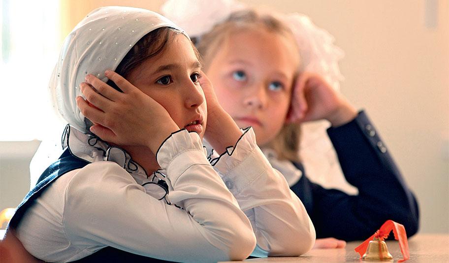 Ученицы на уроке в женской гимназии № 12 в Казани