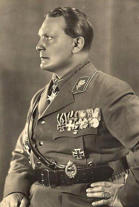 Герман Вильгельм Геринг (1893–1946) – президент Рейхстага (30 августа 1932 – 23 апреля 1945), «второй человек» после Гитлера, а согласно декрету от 29 июня 1941 года он официально являлся «преемником фюрера».