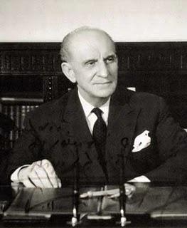 Георгиос Папандреу (1888 - 1968). Возглавлял три кабинета правительства Греции: 18 октября 1944 - 3 января 1945; 8 ноября 1963 –  30 декабря 1963 и 18 февраля 1964 - 15 июля 1965.