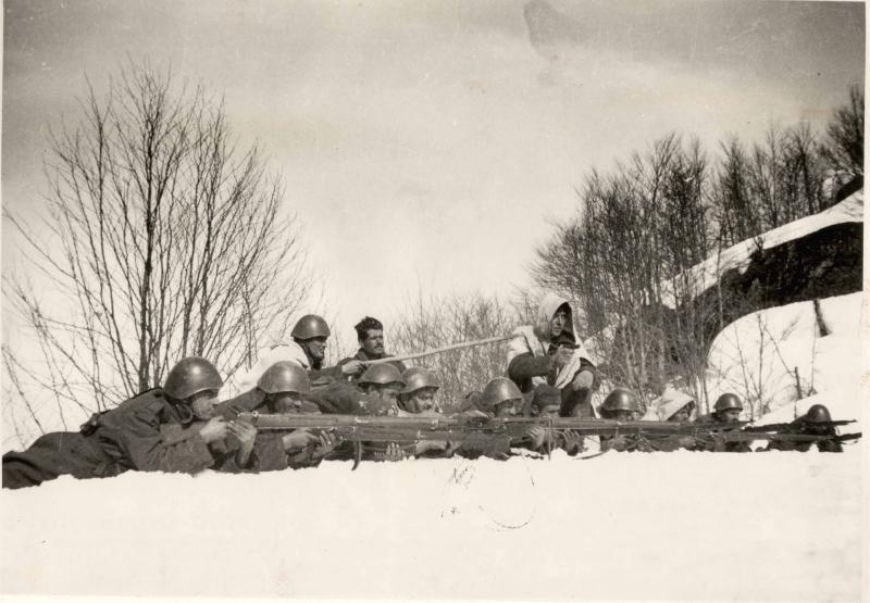 Греческие солдаты во время итальянского весеннего наступления, март 1941 г.
