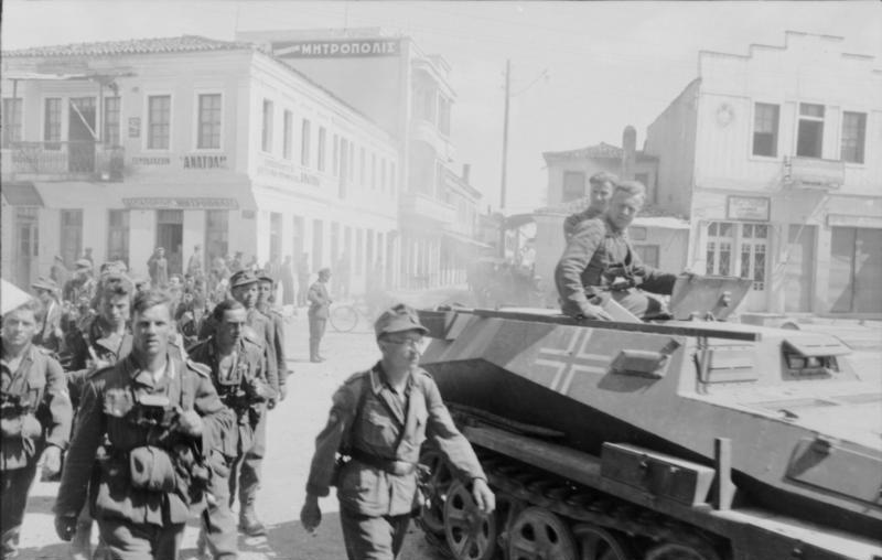 Нацисты в Афинах. Источник: Совместная борьба англичан и нацистов против греческих красных партизан (1941–1945) / http://hiswar.net/wars-and-battles/107-sovmestnaya-borba-anglichan-i-natsistov-protiv-grecheskikh-krasnykh-partizan-1941-1945.