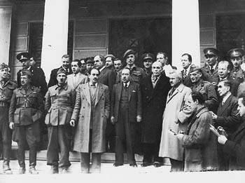 Делегация ЭАМ и новое правительство после подписания Варкизского соглашения, 12 февраля 1945 г.