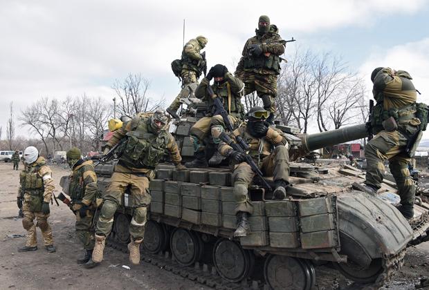 Бойцы ополчения в Дебальцево Фото: Павел Кассин / «Коммерсантъ»