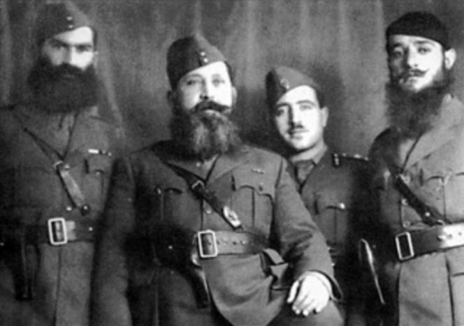 Полковник Наполеон Зервас, основатель Народной республиканской греческой лиги (ЭДЭС). На фото – второй слева.
