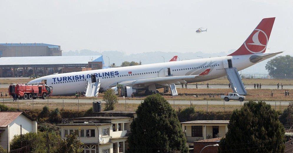 turkish-airlines-plane-at-kathmandu-45648530