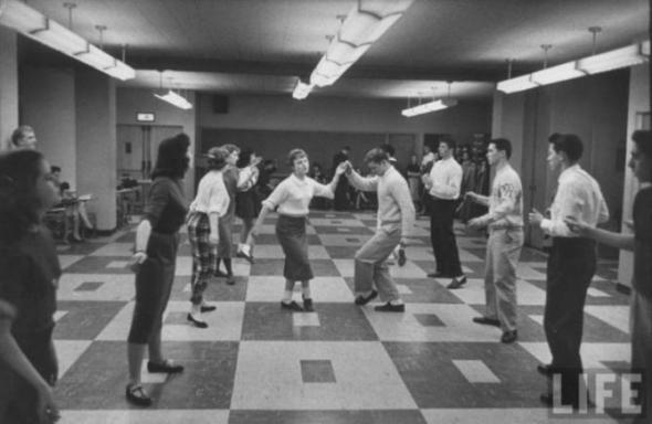 В танцевальном классе.