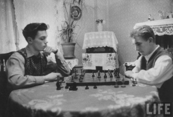 Со своим другом Олегом Коряковским играет в шахматы.