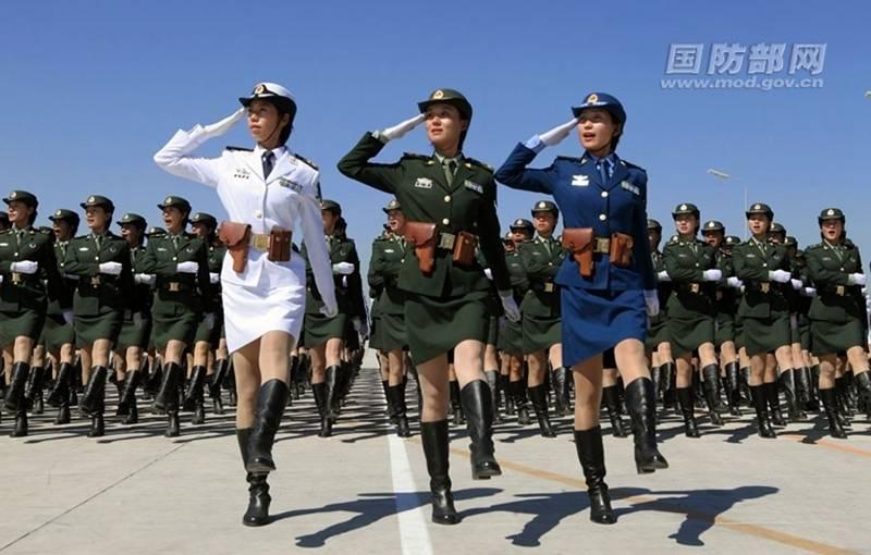 Военные девки в мини юбках